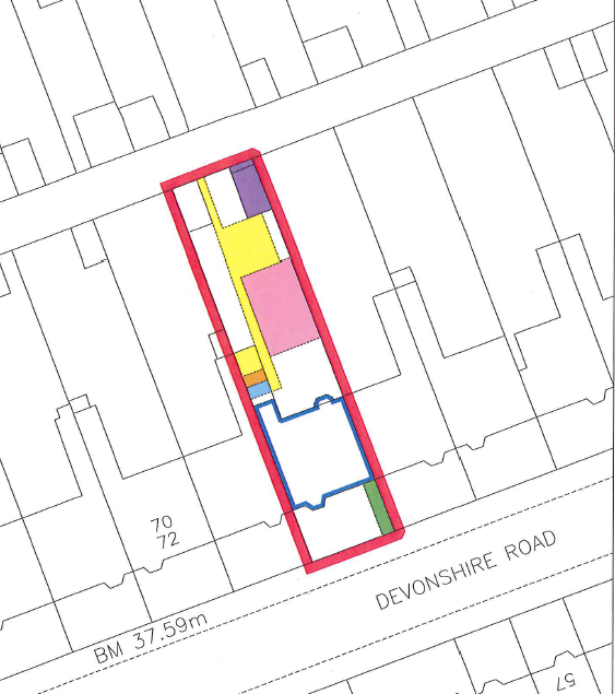An example of a blue edge being used instead of a blue tint for the solum of a building on the cadastral map.